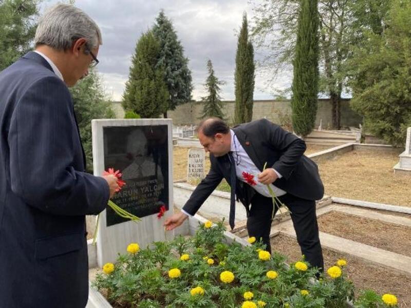 Merhum belediye başkanları, mezarları başında anıldı