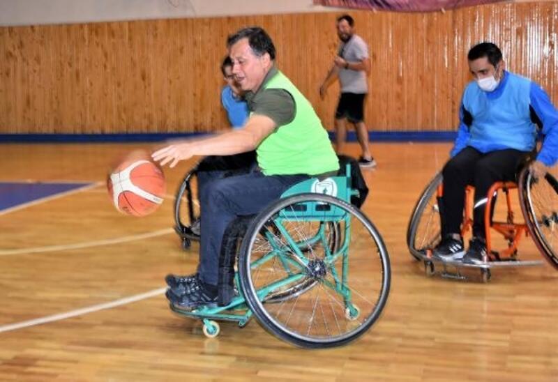 İl Müdürü Gevrek, tekerlekli sandalye ile maç yaptı