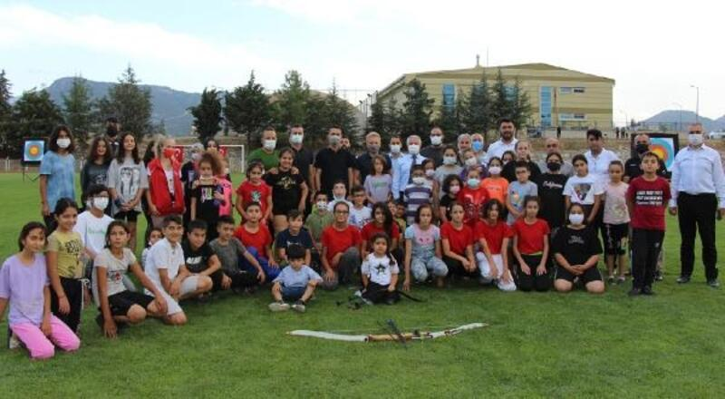 Bucak'ta ok atma etkinliğine çocuklardan büyük ilgi