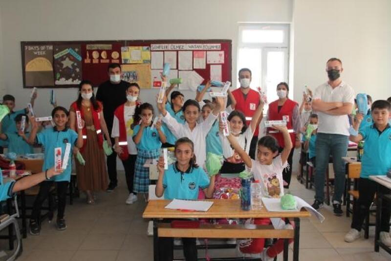 Kızılay Silopili öğrencilere diş fırçası ve macunu dağıttı