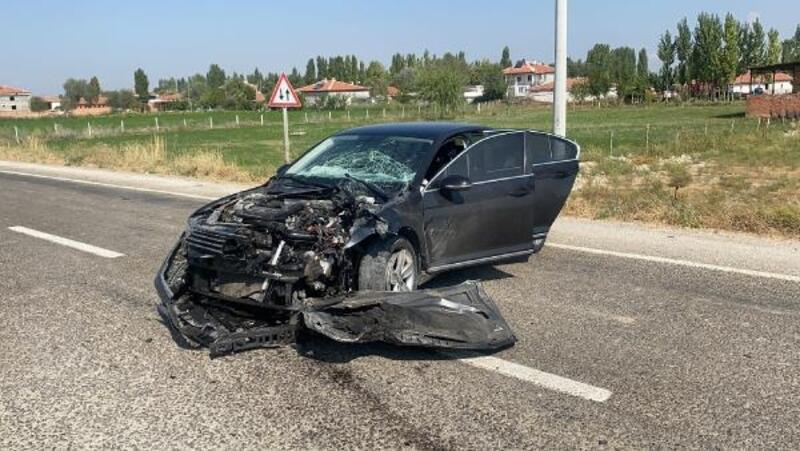 Bolvadin Kaymakamı Bolat'ın makam aracı kaza yaptı