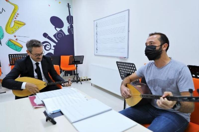 Başkan Kartoğlu'ndan Başakşehir'deki gençlere eğitim çağrısı