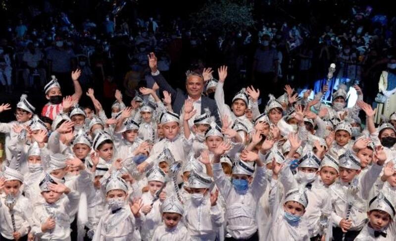 """Başkan Uysal, """"Çocuklarımızın bahtı, Antalya'mız gibi olsun"""""""