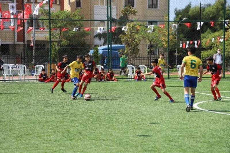 Kartal'da genç futbolcular, Metin Oktay için yeşil sahada