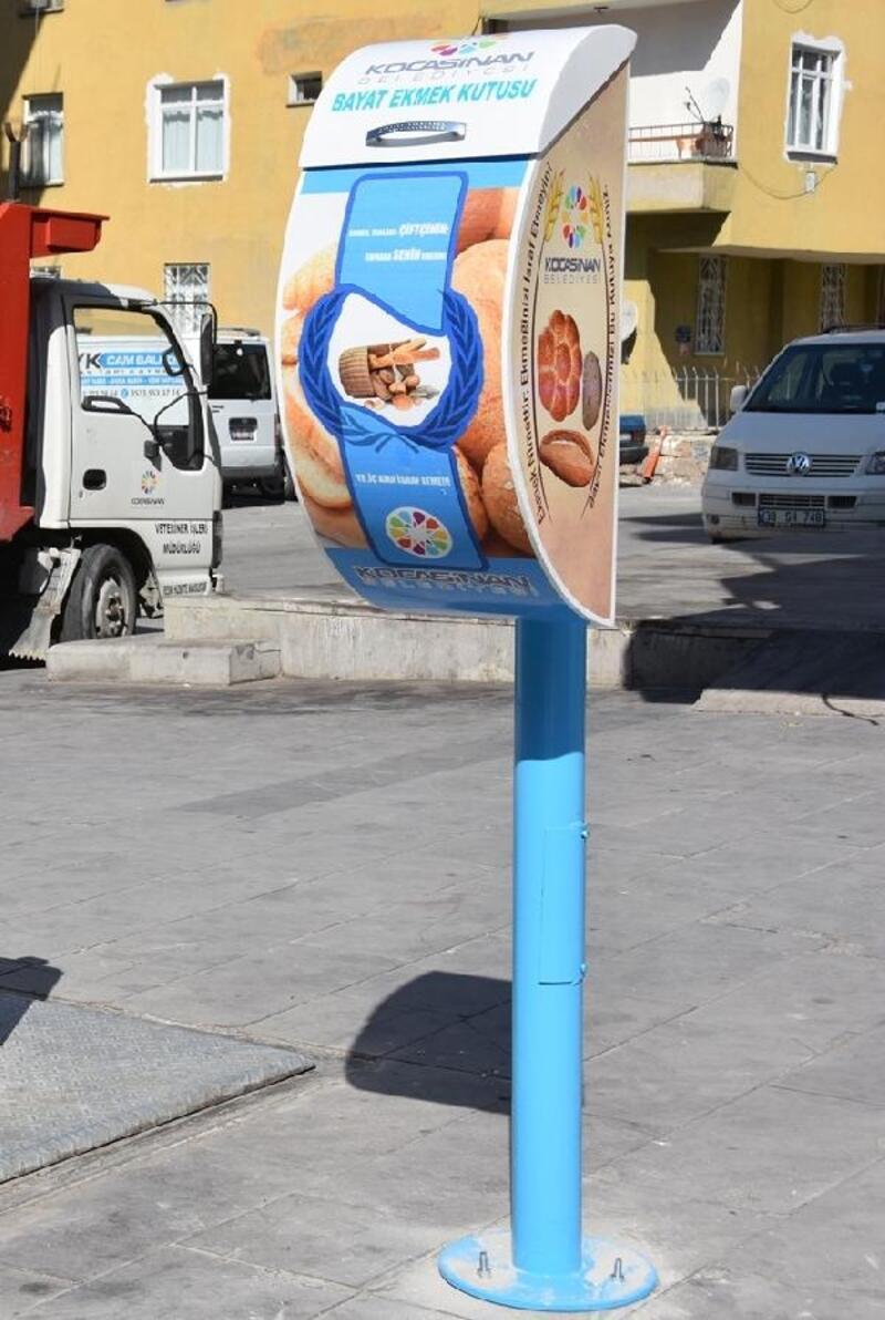 Kayseri'de bayat ekmekler sokak hayvanlarına mama oldu