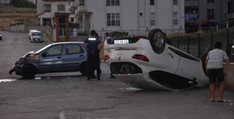 Sivas'ta iki otomobil çarpıştı: 1 yaralı