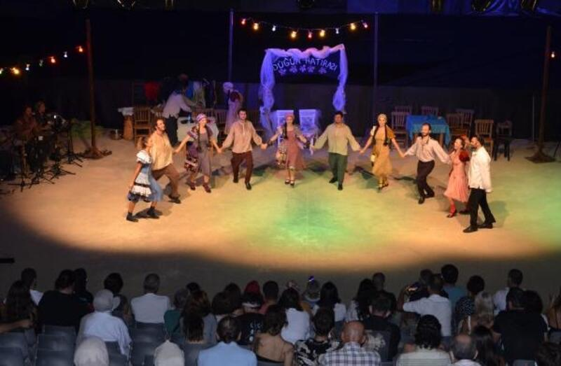 'Düğün Hatırası' Alanyalı tiyatroseverle buluştu
