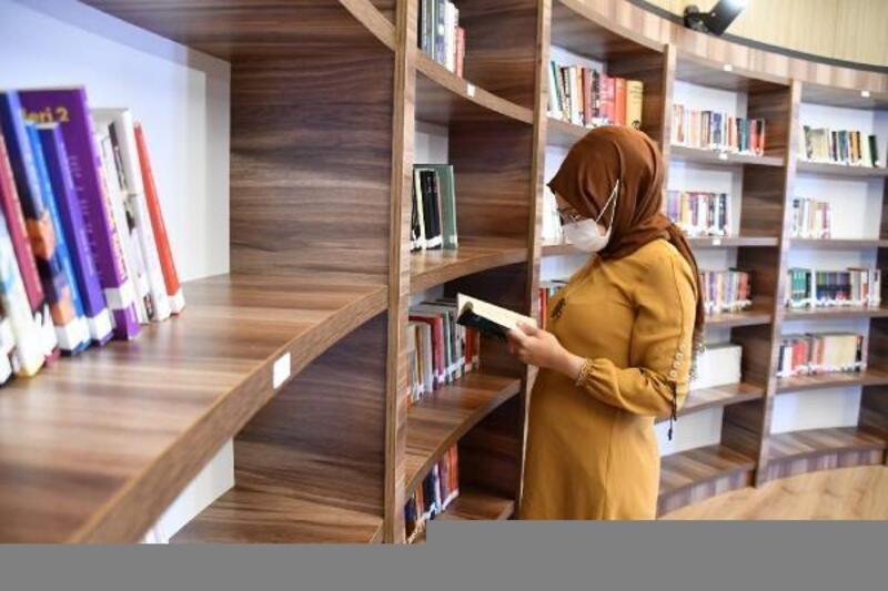 Genç Osman Millet Kıraathanesi 1 yılda 10 bin kitapseveri ağırladı