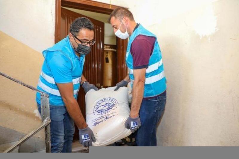 Talas Belediyesi, ektiği buğdayı un yaparak, ihtiyaç sahiplerine dağıttı