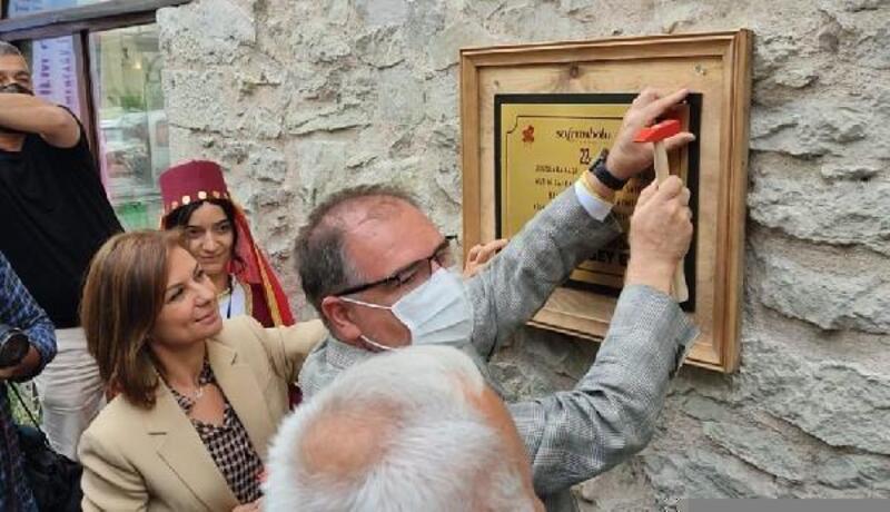 Safranbolu'da en iyi restore edilen eve plaket çakıldı