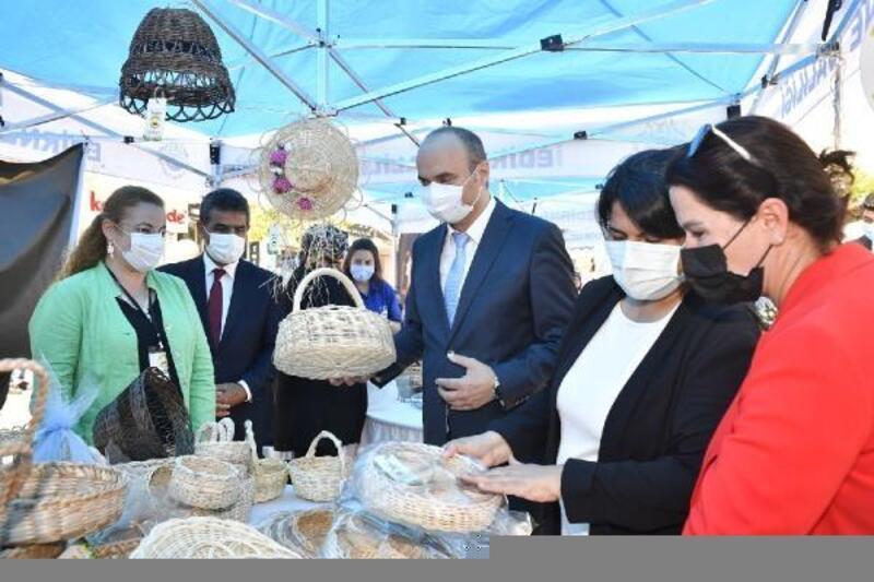 Edirne'de kadınların ürettiği el emeği ürünler, vatandaşlarla buluştu