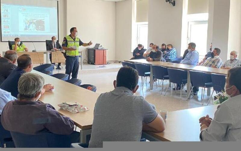 Jandarmadan okul servisi şoförlerine seminer, öğrencilere kitap