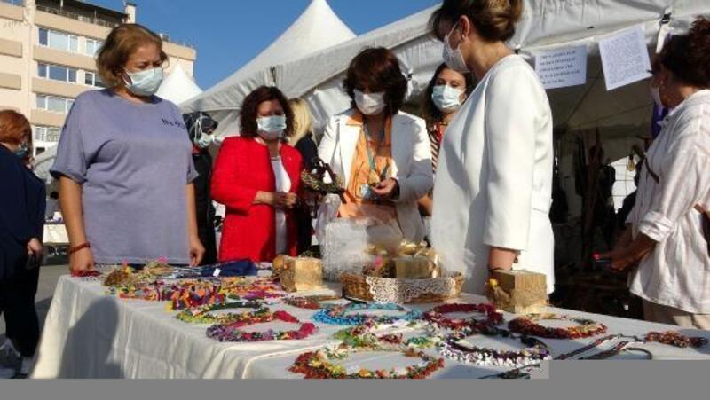 Çanakkale'de Kızılay çadırında kadınların el emeği ürünler sergilendi