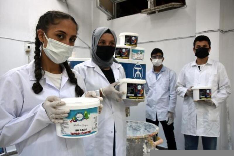 Bitlis'te okulların boya ihtiyacını meslek lisesinde üretiyorlar