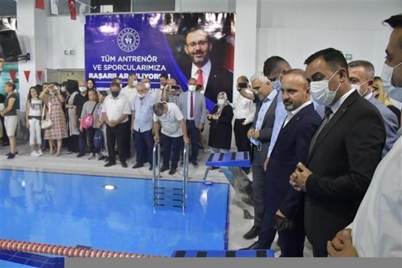 Biga'da Yarı Olimpik Yüzme Havuzu ve Adapark hizmete açıldı