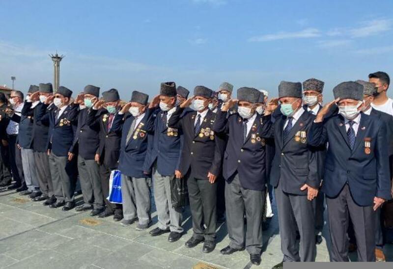 Gaziler Günü'nde Ata'nın anıtına çelenk sunuldu