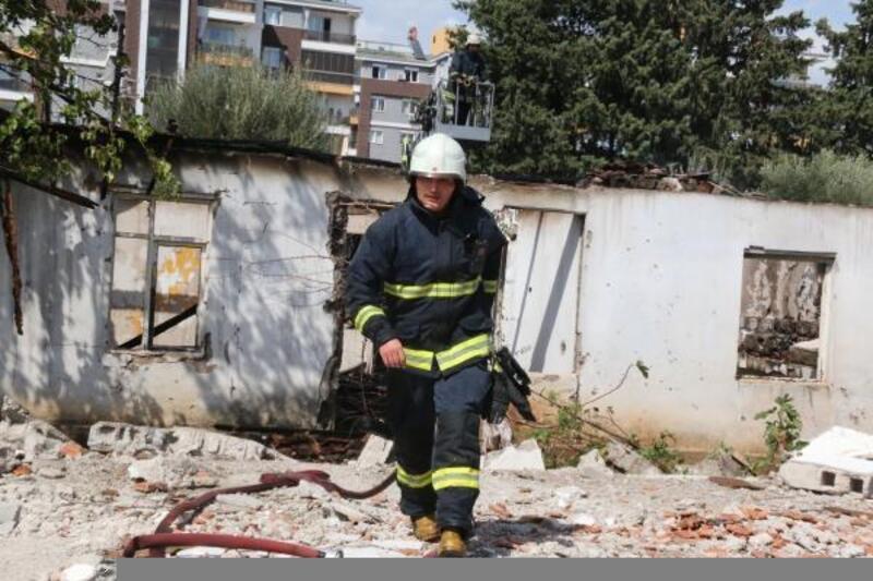 Akli dengesi yerinde olmayan kişi metruk binayı yaktı