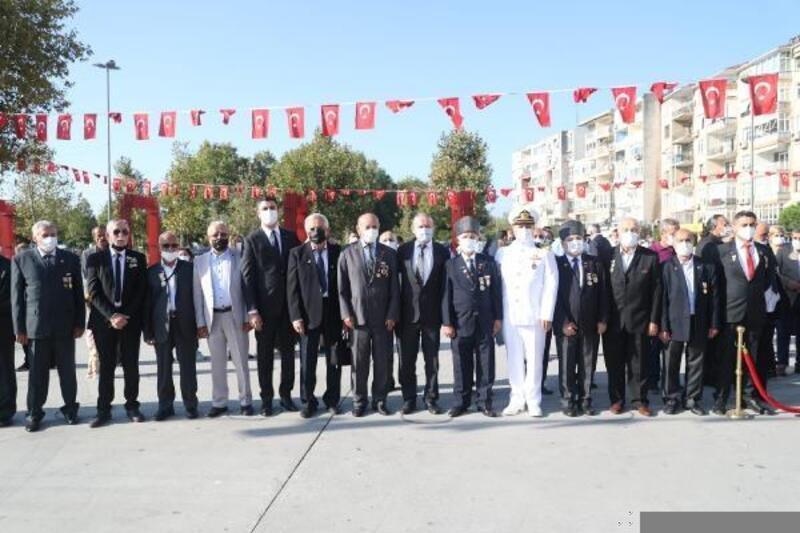 Gaziler Günü dolasıyla Kartal'da Atatürk Anıtı'na çelenk sunuldu