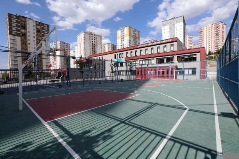 Talas Belediyesi okulların spor alanlarını yeniliyor