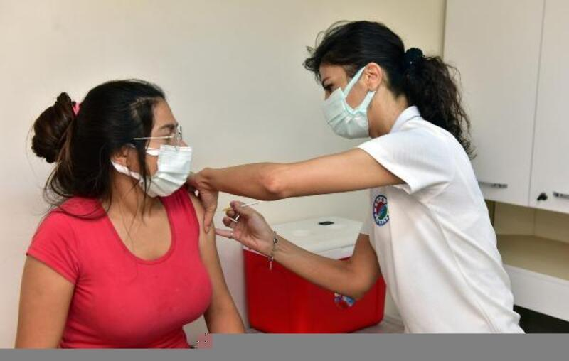Kepez'in sağlık ekipleri, 9 bin kişiye Covid-19 aşısı yaptı