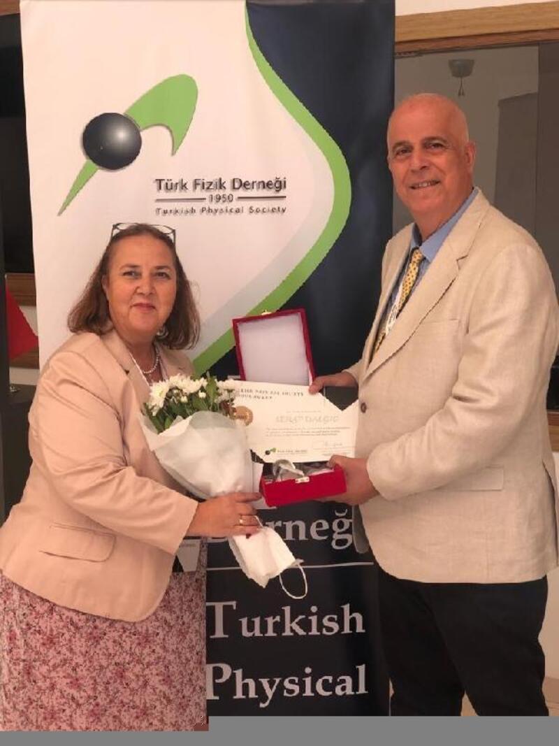 Prof. Dr. Serap Şentürk Dalgıç'a, Türk Fizik Derneği'nden onur ödülü