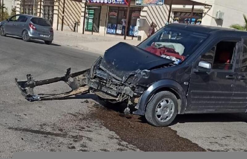 Nusaybin'de trafik kazası sonrası savrulan araç yayaya çarptı: 1 yaralı