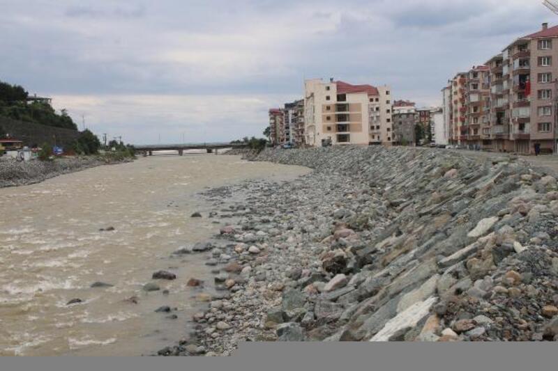 Arhavi'de selin izleri 2 ayda silindi, taşkın riski önlendi