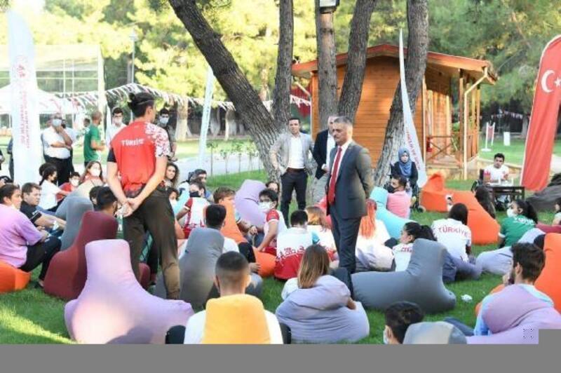 Vali Yazıcı, genç sporcularla buluştu