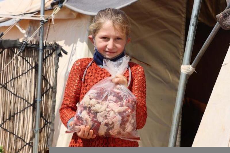 Suriye'deki savaş mağduru ailelere et yardımı