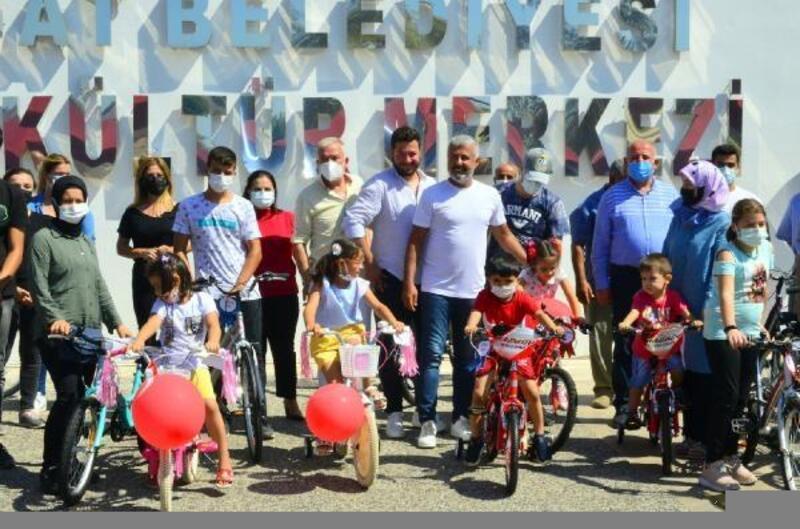 Yangınzede çocuklara bisiklet