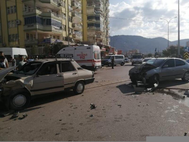 Kozanda trafik kazası: 2 yaralı