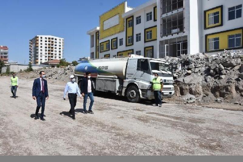 Başkan Çolakbayrakdar, yapımı devam eden okulu inceledi