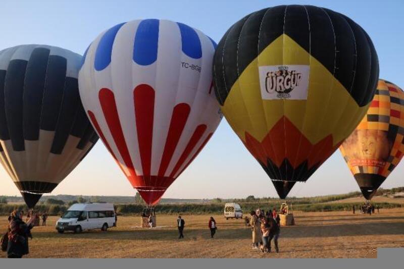 Afyonkarahisar'da balonlar dolu havalandı