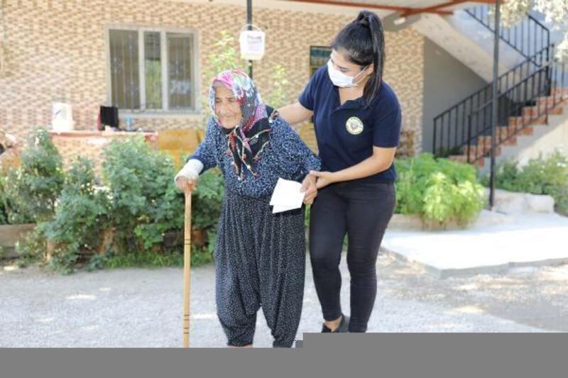 Yüreğir Belediyesi'nden evde bakım ve sağlık desteği