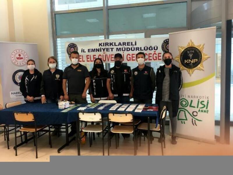 Kırklareli' polisinden üniversite öğrencilerine, bilgilendirme standı
