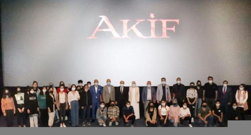 """Vali Demirtaş, """"Akif"""" filmini öğrencilerle izledi"""