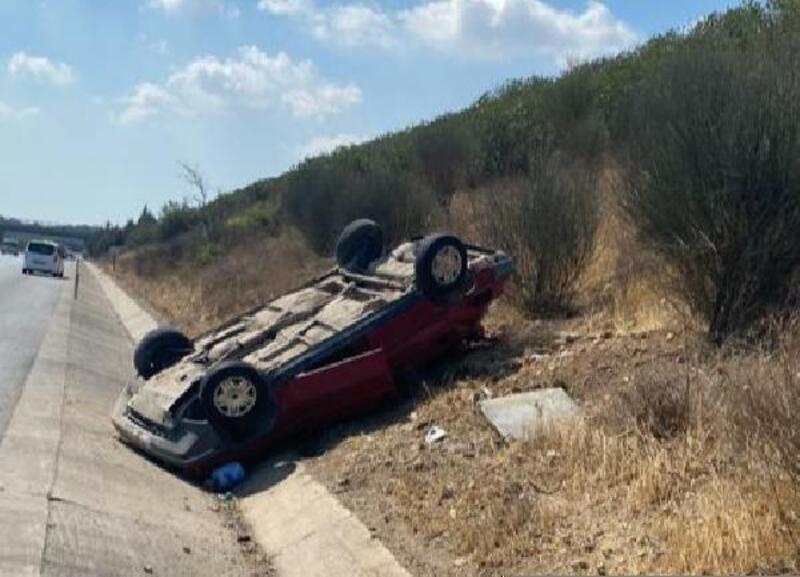 Takla atan araçtan 3 kişi yaralı kurtuldu