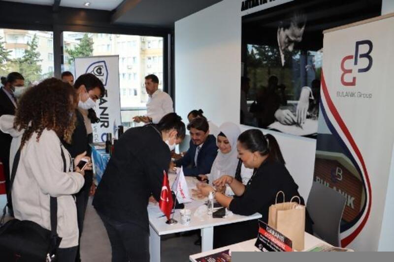 Türk ve Suriyeli işsizler, 'İş Fuarı'nda işverenlerle buluştu