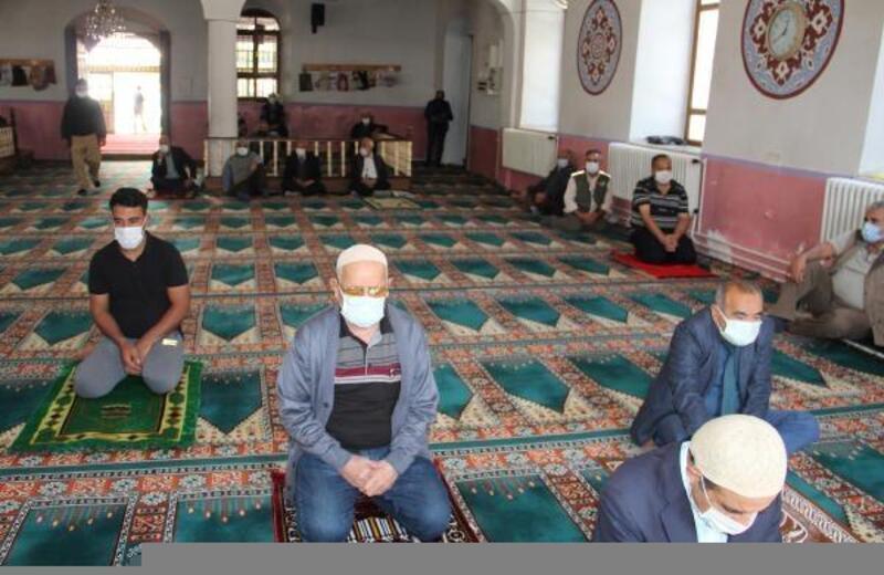 Dinar'da deprem şehitleri anıldı