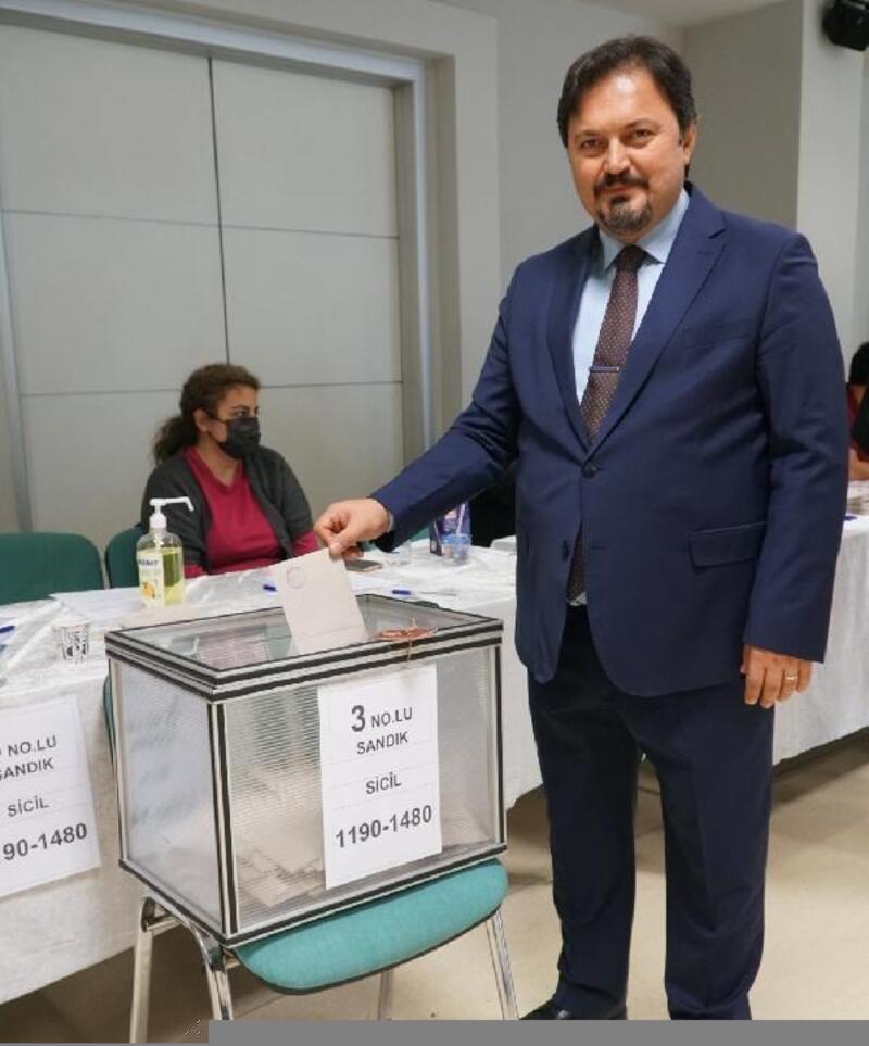 Bursa Barosu'nda başkan yeniden Gürkan Altun oldu