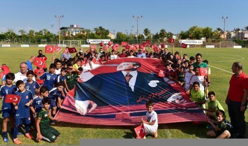 Kepez'de futbollu 29 Ekim kutlaması