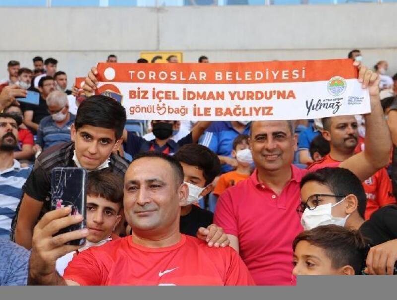 Başkan Yılmaz, gençleri maça götürdü