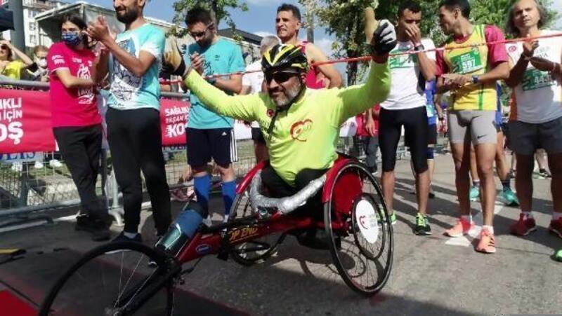 Aritmi Sağlık Grubu çalışanı engelli maratoncu Demir'in performası beğeni topladı