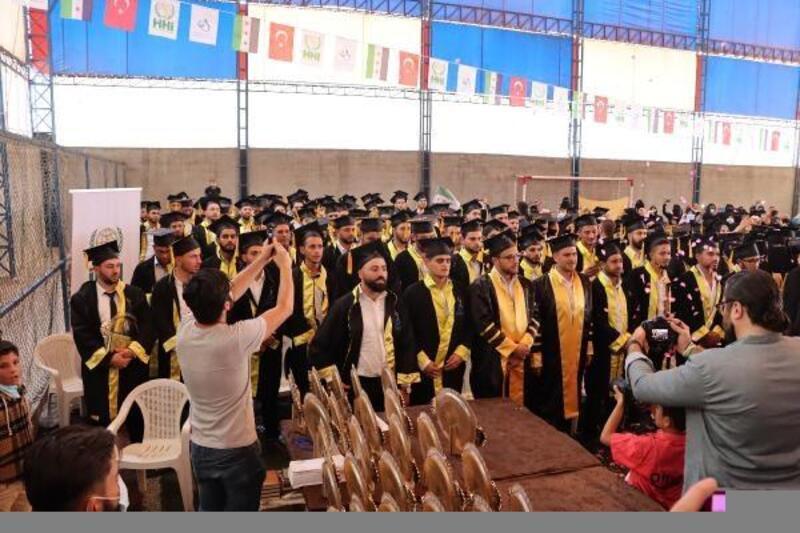 Azez'deki üniversite 3'üncü mezunlarını verdi
