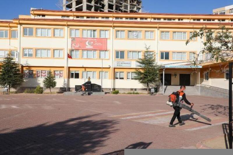 Talas Belediyesi, okulları temizliyor