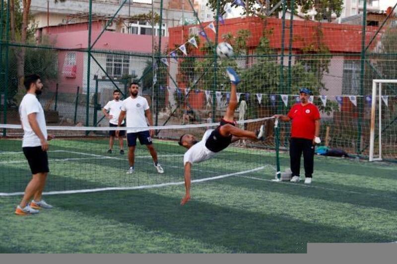 Seyhan'dan eğlenceli ve spor dolu ayak tenisiturnuvası