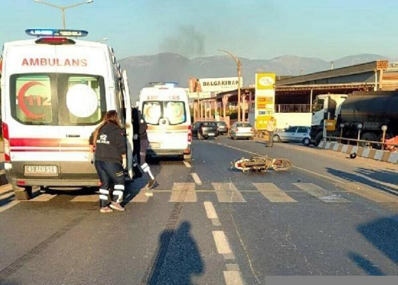 Turgutlu'da kavşakta iki motosiklet çarpıştı: 2 yaralı