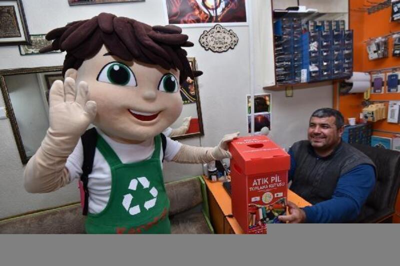 """Karatay Belediyesi """"Sıfır Atık"""" projesi kapsamında iş yerlerine atık pil toplama kutuları dağıttı"""