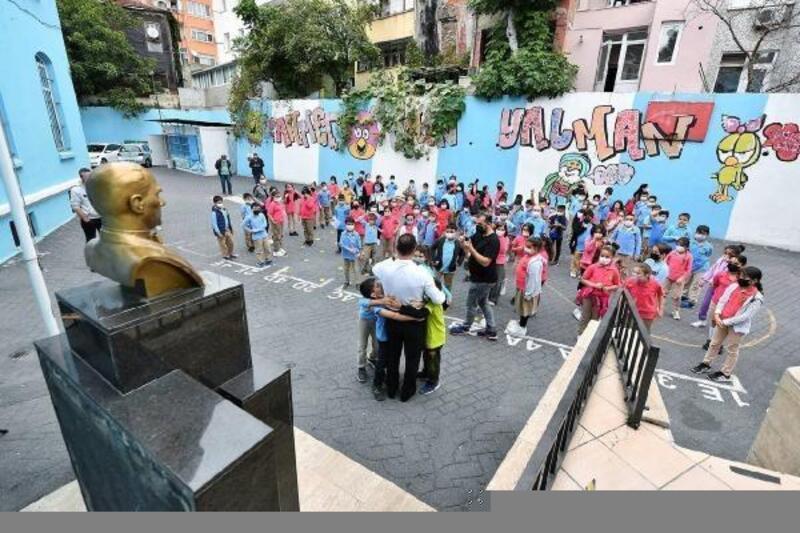 Beyoğlu'nda okul bahçeleri oyun alanlarına dönüşüyor