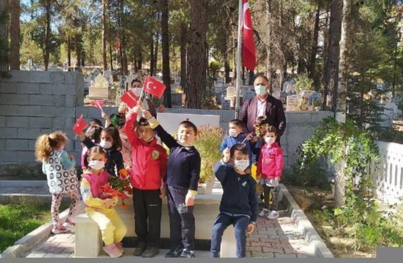 Öğrencilerden, şehit mezarlarına ziyaret